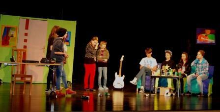 Gostovanje šolske gledališke skupine Slavček v Bovcu