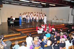 Nastop Otroškega pevskega zbora na reviji